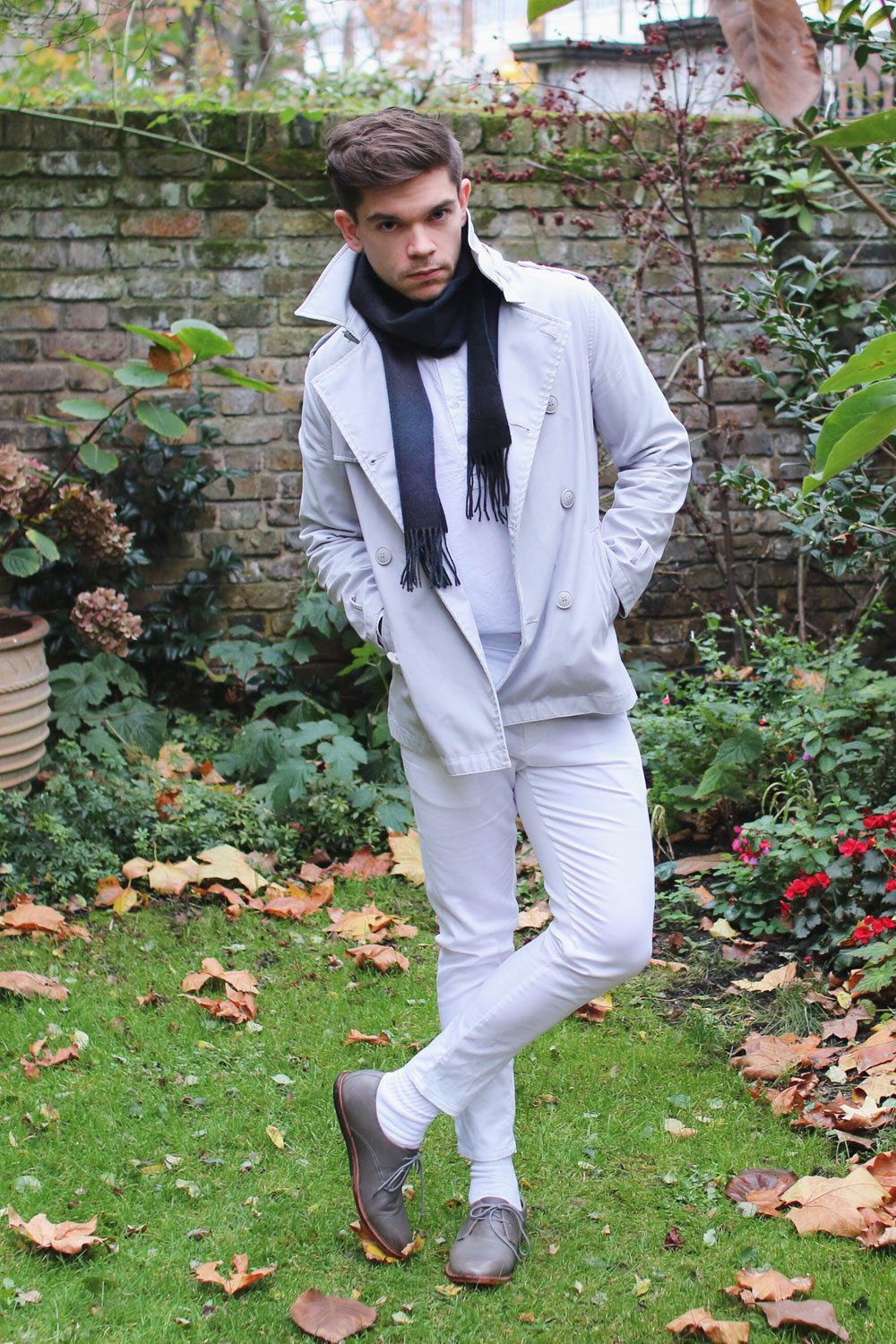 white-trench-coat-white-cropped-trousers-Robin-James-Man-For-Himself